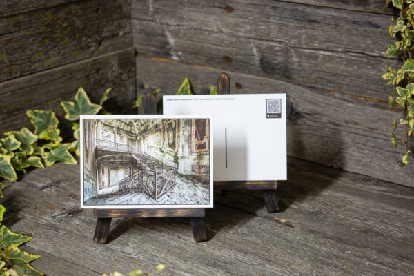 Lost Place Postkarte a touch of green